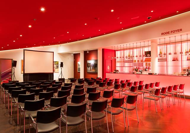 Congreslocatie-Amsterdam-DeLaMar-Theater-Rode-foyer-theater-opstelling-LR.jpg