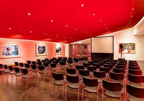 Evenementenlocatie-Amsterdam-DeLaMar-Theater-Rode-foyer-theater-opstelling-LR.jpg