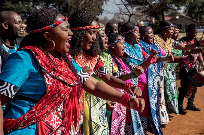 Soweto-gospel-choir-3_DeLaMar-Theater.jpg